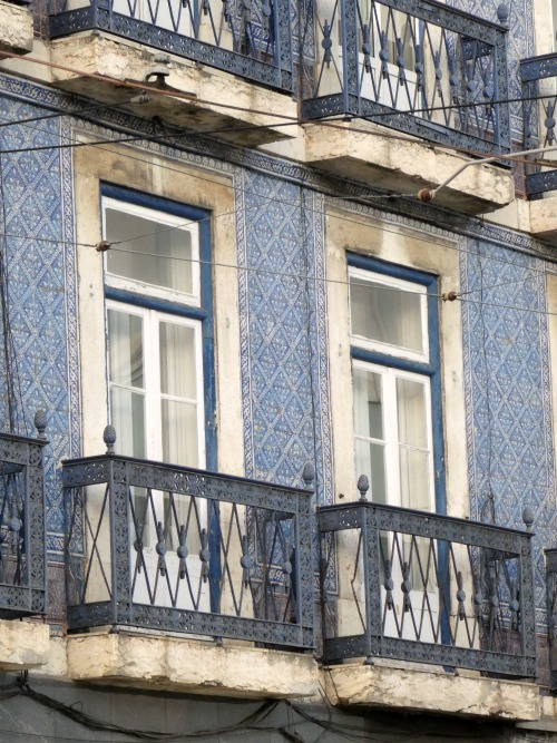 When you visit Portugal, ook closely and you'll see the intricate, hand painted tiles on many of Lisbon's buildings. Portugal's tiled buildings are unique in all of Europe.