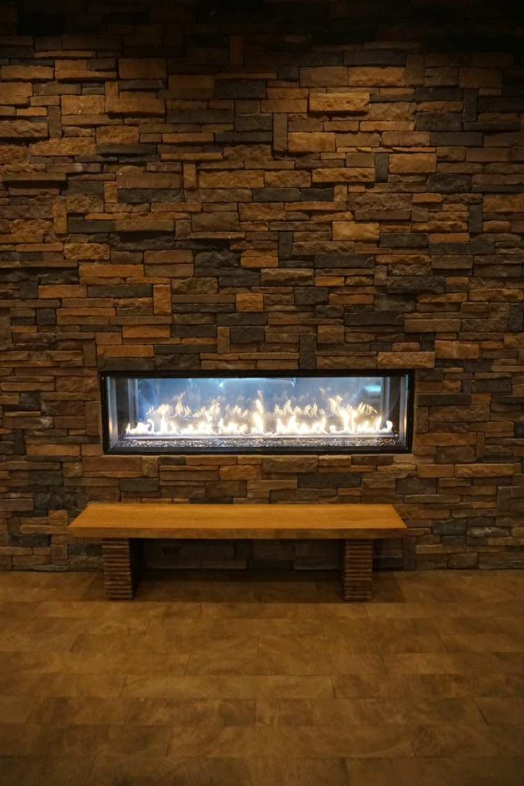 The fireplace is another reason why the DoubleTree has an inviting atmosphere. Photo by Multidimensional TravelingMom, Kristi Mehes.