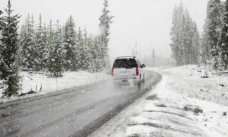 winter holiday road trip tips