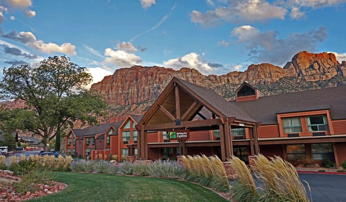 Holiday Inn Express Springdale - Zion National Park Area photo by Yvonne Jasinski Credit Card TravelingMom