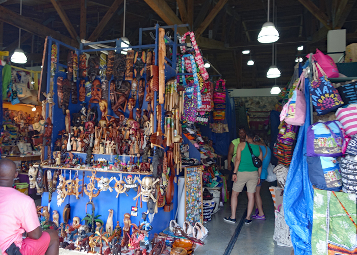 The Straw Market is just one of the places to find a bargain in Nassau, Bahamas. | sponsored | Paradise Island | Cruise Excursion |
