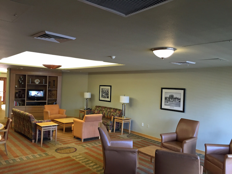 The Thunderbird Executive Inn is a great budget-friendly option for families headed to the Phoenix area. Read our review as to why this is a great choice!
