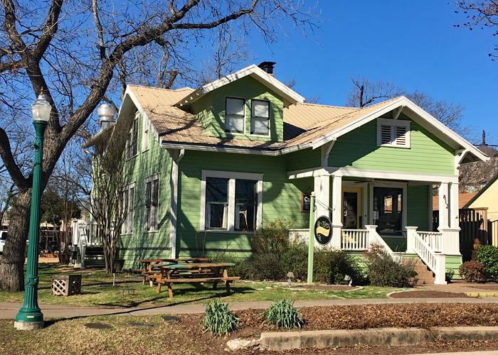 The Sweet Lemon Inn near downtown is the perfect base for exploring Georgetown, Texas. | Things to Do in Georgetown Texas |