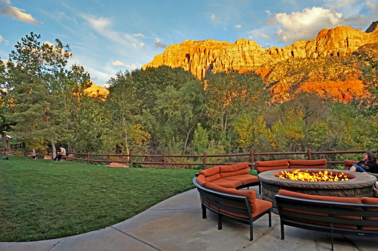 Where to stay near Zion National Park. Outdoor splendor at Holiday Inn Express Springdale, Utah.