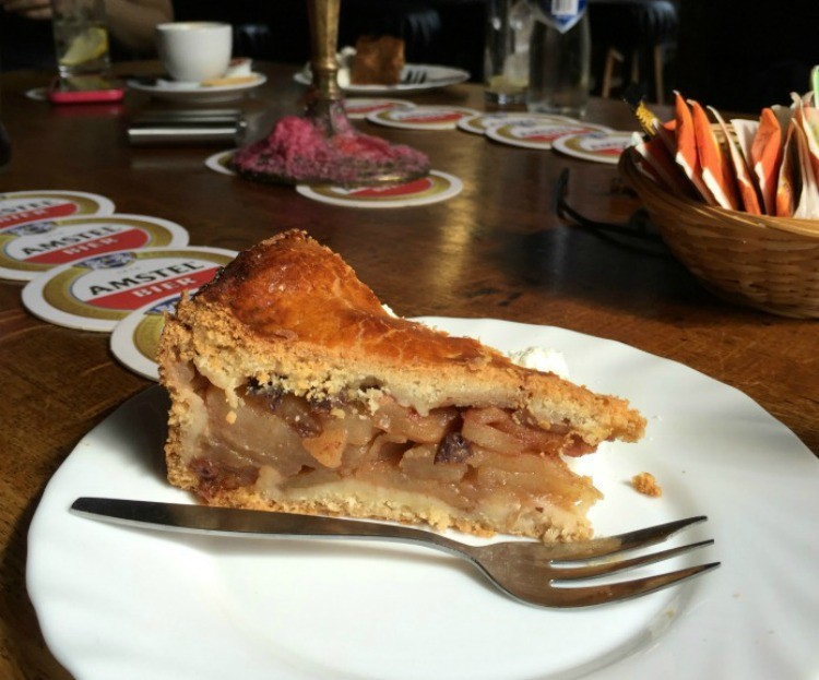 apple pie served on a food tour