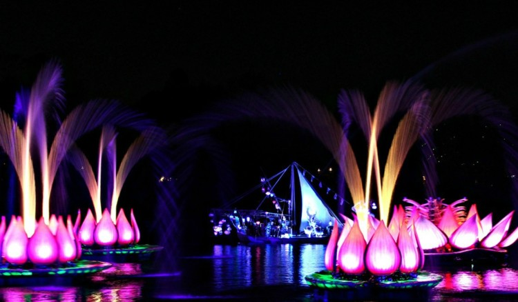 One of the best things to do at Animal Kingdom with toddlers - let them stay up past their bedtime to watch Rivers of Light at Disney's Animal Kingdom.