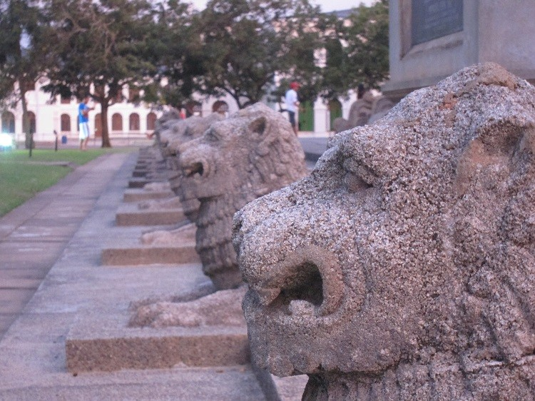 Include a visit to Independence Memorial Hall when traveling to Colombo Sri Lanka with kids.