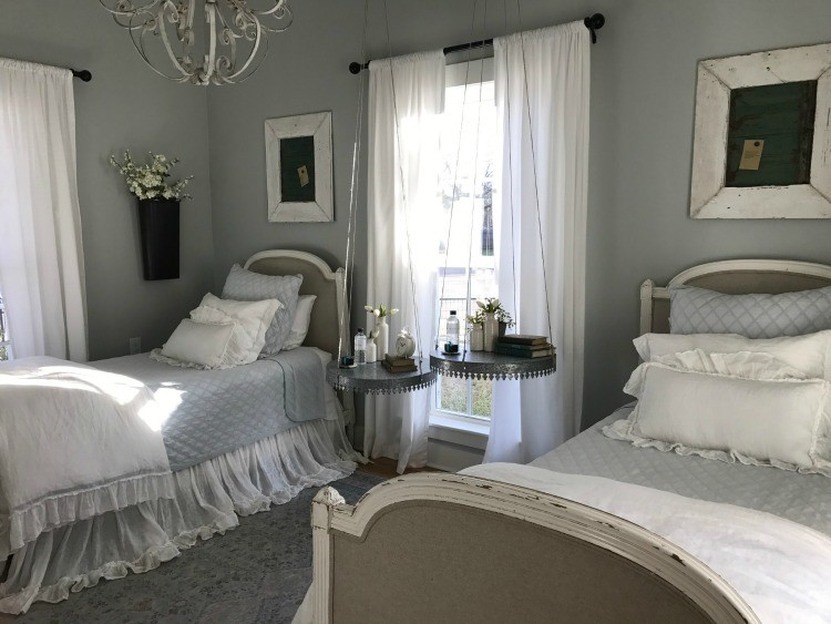 Book Magnolia House and tour this bedroom with two twin beds