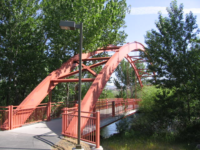 A bridge connecting the two sides of the Boise Greenbelt.
