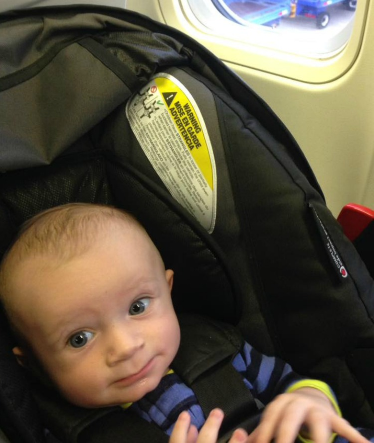 Moms can travel alone with a baby on an airplane...with a few helpful tips!