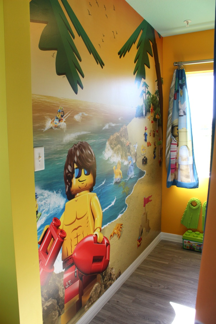 The kid's room featured more murals and a box of LEGOS to play with