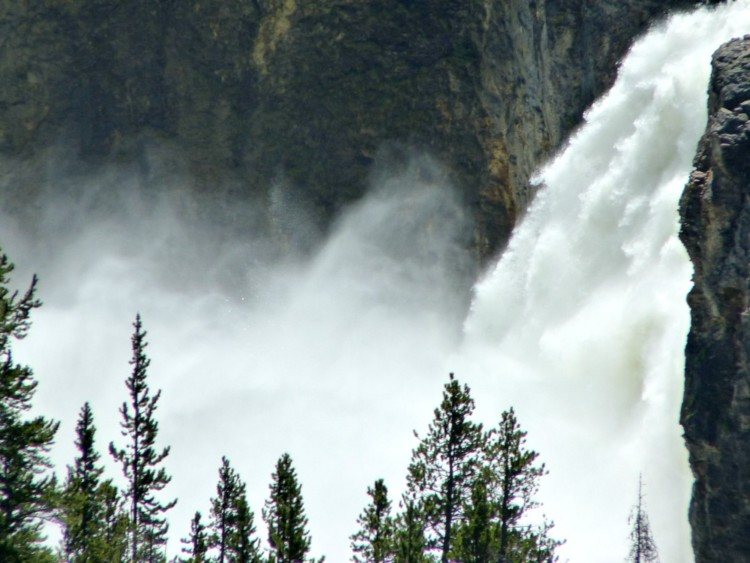 Yosemite waterfalls wow in Yosemite National Parks. Learn more in Moon Travel Guides.
