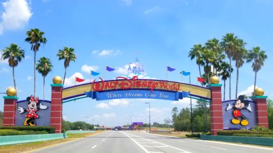 Planning a Disney vacation? Stop reading about saving money for a little bit and check out these five Disney splurges you won't want to miss!