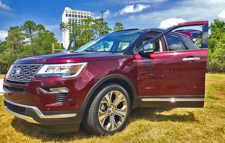 You can hit the road in comfort and style in this Ford Explorer.