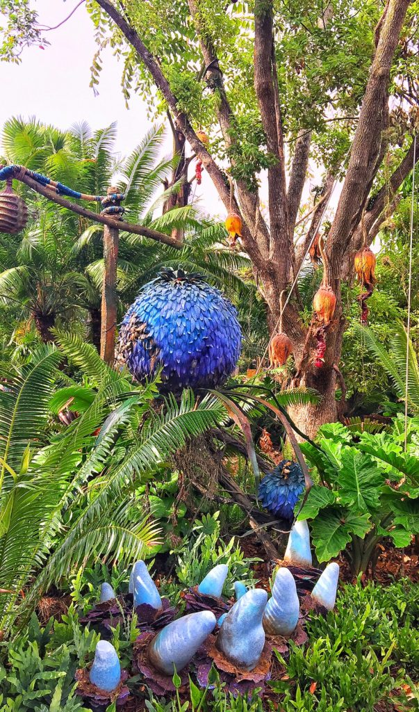 Here we have a blue puff ball, a banana fruit tree and those blue things in the front are bladder polyps. Look closely at the plants to see that some are real, some fake.