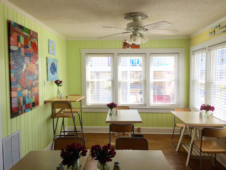 Cheerful breakfast nook at Beacon House in Carolina Beach, North Carolina