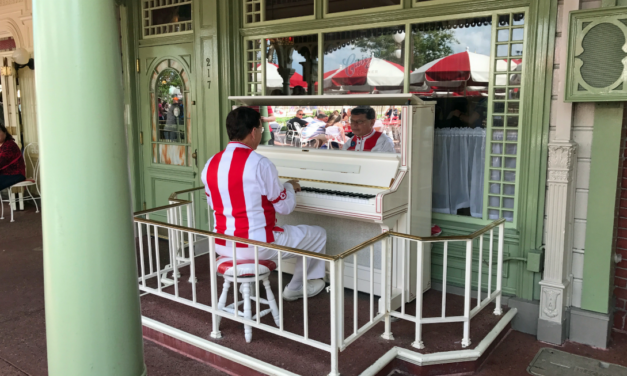 Hot Diggity Dog! Casey's Corner for Quick, Family Friendly Dining at Disney World