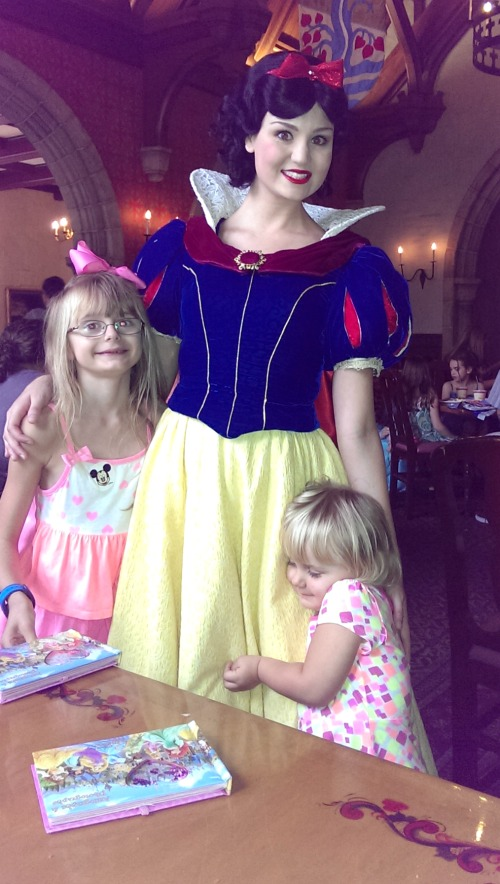One of your Disney splurges should include dining with popular Disney characters.