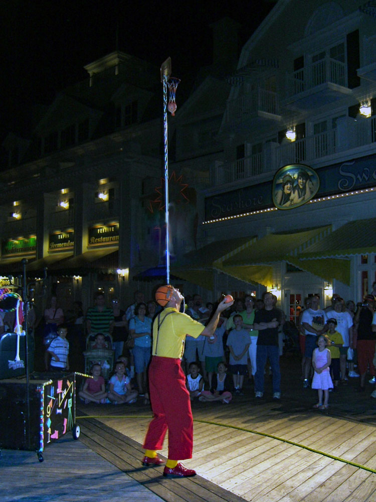 A juggler performs free at Disney's Boardwalk - TravelingMom