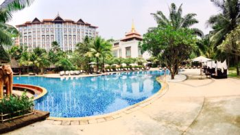 The swimming pool at Shangri-la Chiang Mai