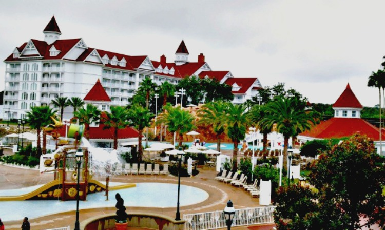 How I love the red roof of the mammoth Grand Floridian Disney hotel.