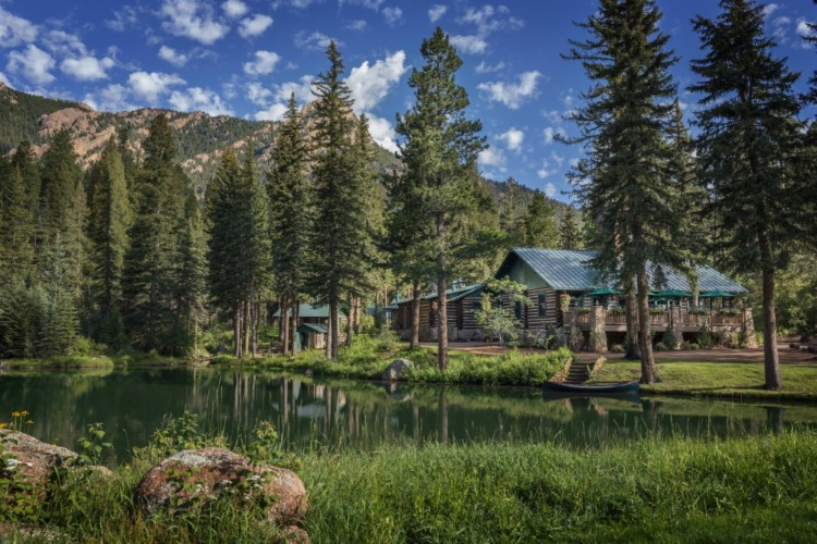 what are the wilderness experiences at the broadmoor luxury colorado resort