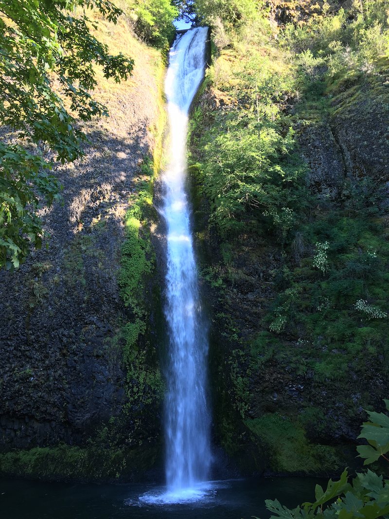 Take an Oregon family road trip to the waterfalls along Columbia River.