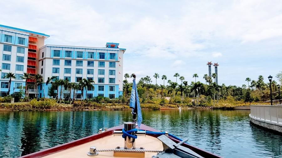 Get to and from Universal Studios with ease with the water taxi at Loews Sapphire Falls Resort.