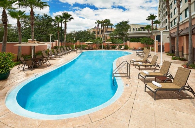 are there good accommodations in orlando north that make it the best place to stay outside orlando