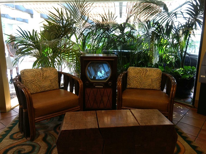 Relax in the lobby of the Bahia San Diego, a wonderful hotel near Mission Beach.