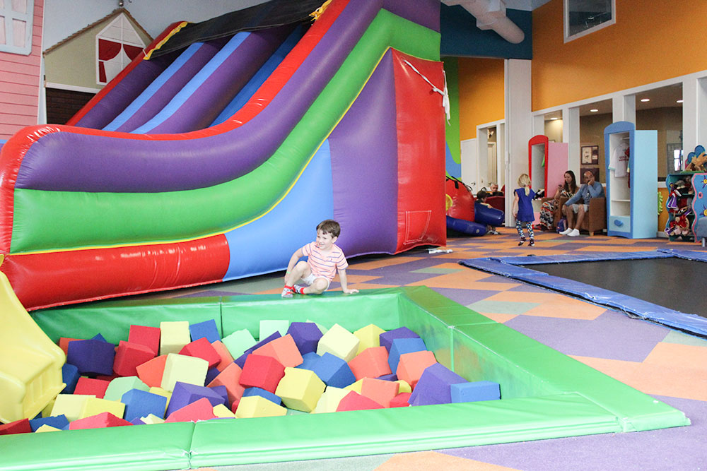 Kids can play all day at Cool Beans Play Cafe in Palm Beach Gardens, FL.