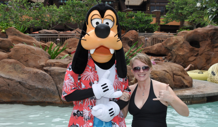 Goofy greeting guests in the pool at Disney's Aulani