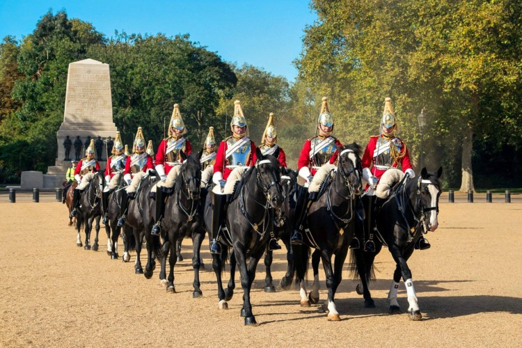 on which day should I see the changing of the guard in a 3 day london itinerary for families
