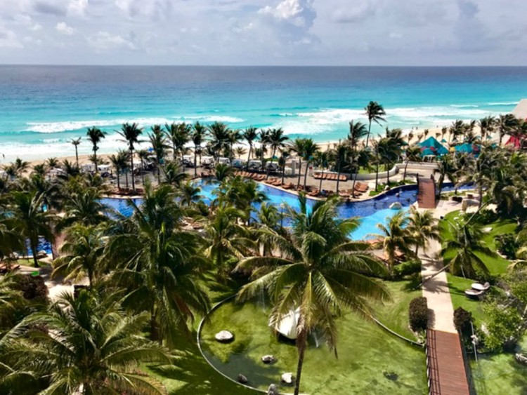 does the pyramid at grand oasis offer unique cancun luxury