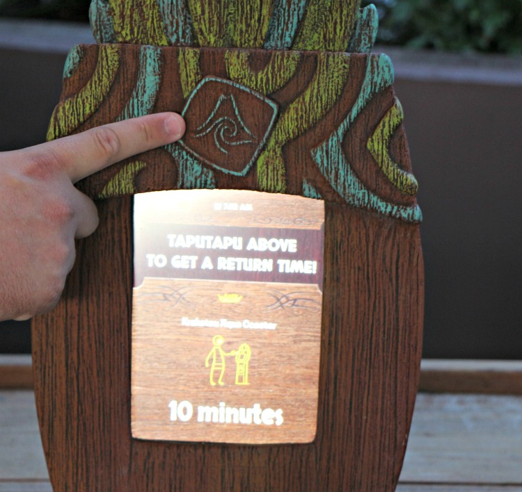 Use the Tapu Tapu wristband to tap in to get your return time and enjoy the rest of the parl while you wait at Volcano Bay.