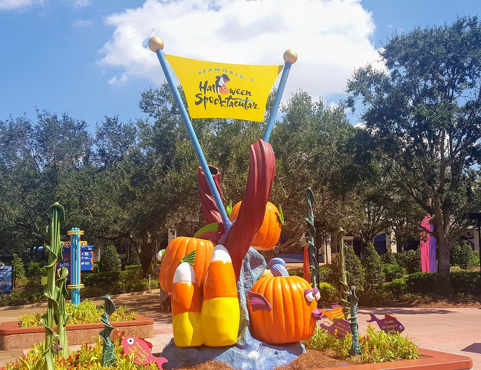 For the Halloween Orlando 2017 events, the SeaWorld Spooktacular is a unique, fun experience. Just get there early because it will get crowded.