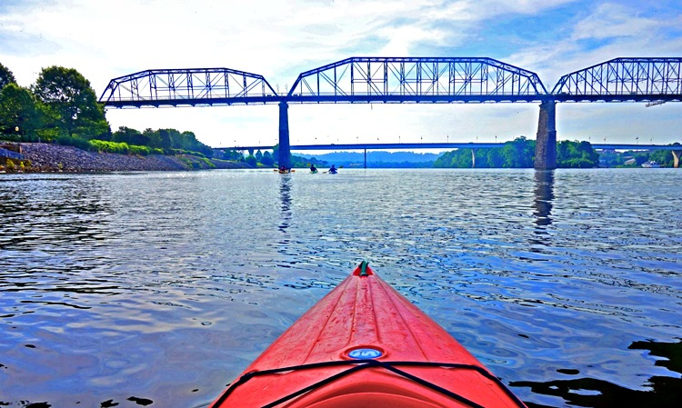 Kayaking in Chattanooga, Tennessee - a mix of nature an urban attractions