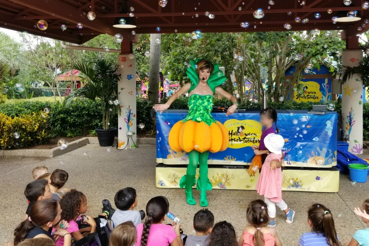 SeaWorld Halloween Spooktacular Tips - Relax for a few minutes while the kids listen to a story.