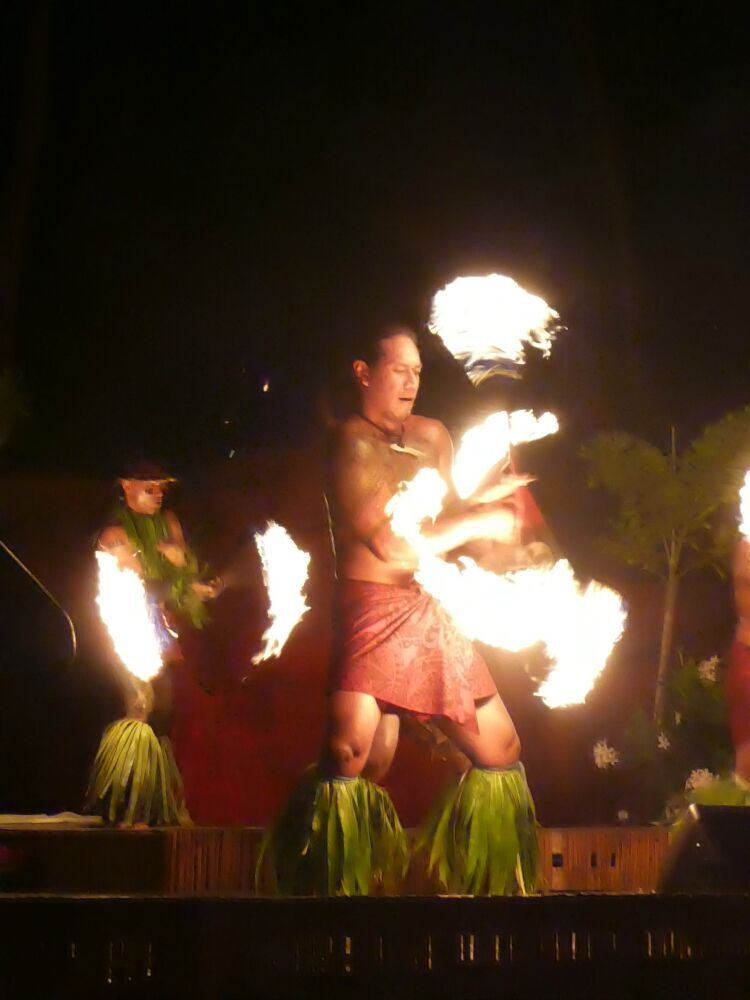 family friendly hotels in Maui - Fire Dancing is a highlihgt of the West Wailele Luau.