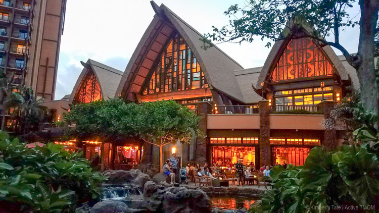 From breakfast with Minnie to romantic meals by the ocean, there's a place for it at Aulani. Plan where you'll eat with this guide to the food at Aulani.
