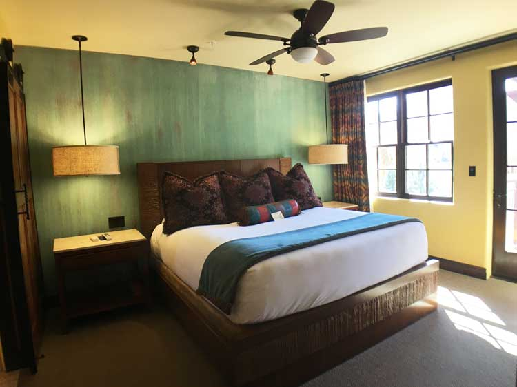 The Kayenta King boasts a large balcony with fire pit & pass-through fireplace make for Gateway Canyons for romance.