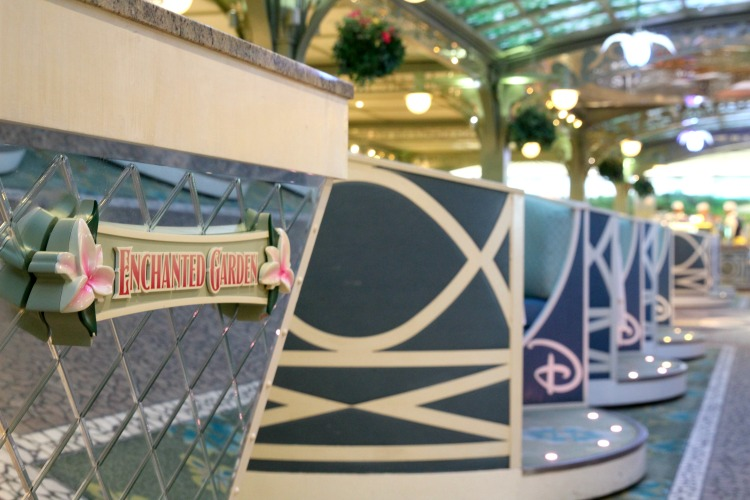 You'll follow a set rotation when dining on the Disney Dream