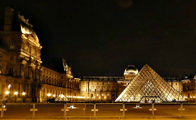 The Louvre at night - beginner guide to Paris.