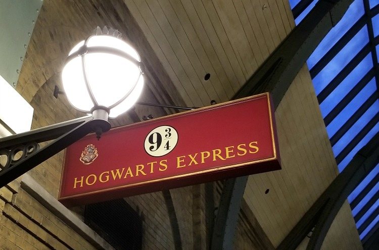 Another one of our tips for visiting The Wizarding World Of Harry Potter is to catch the train at Platform 9 3/4