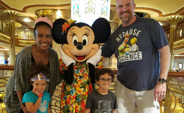 Disney Dream cruise review. Meeting Minnie Mouse.