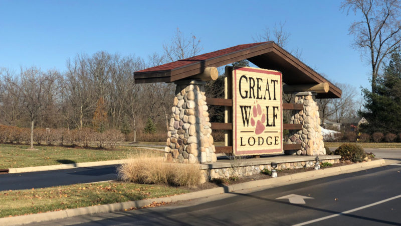 Great Wolf Lodge Sign, with the ultimate guide to Great Wolf Lodge tips