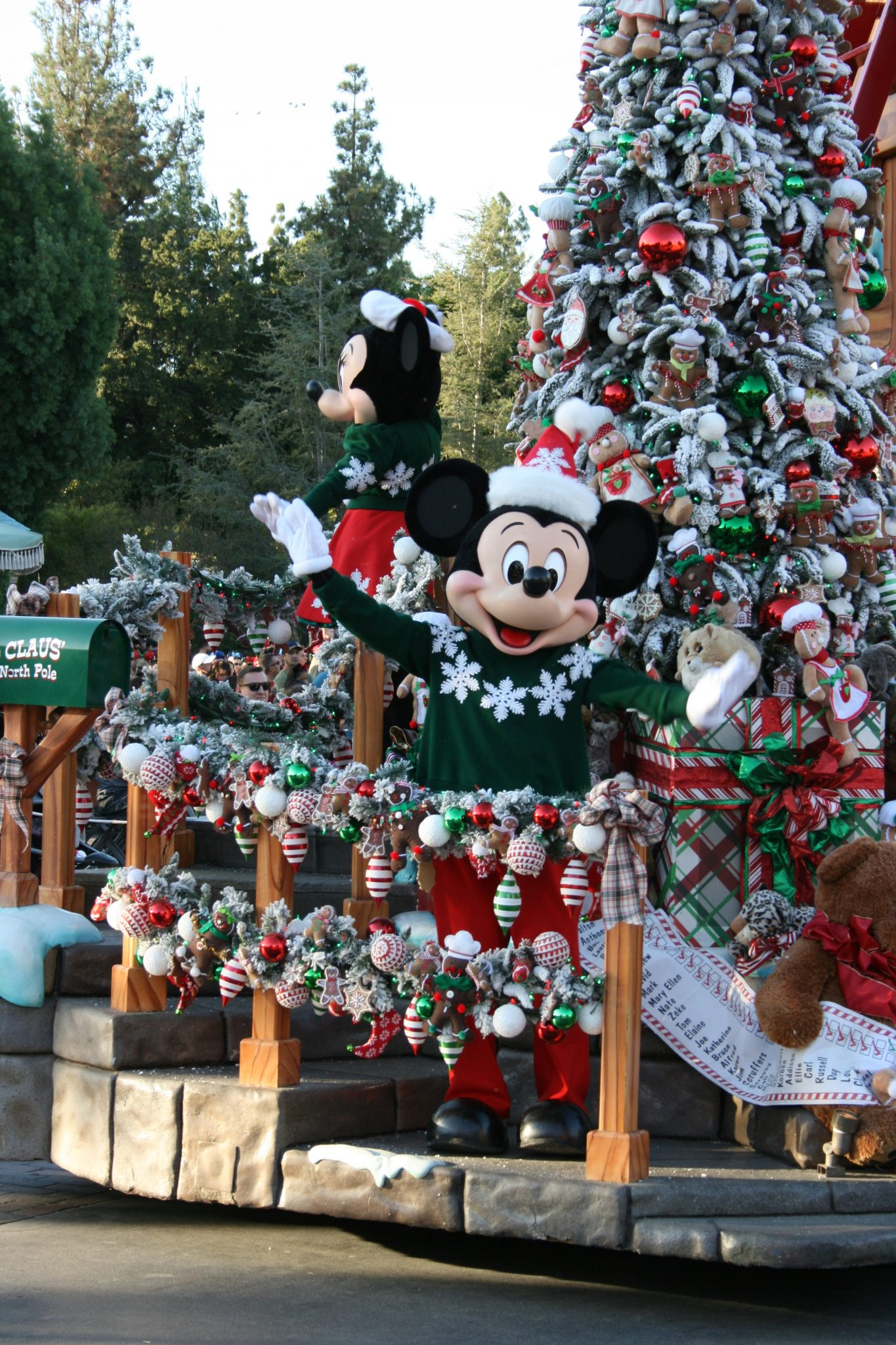 Disneyland Christmas.Insider Tips For Disneyland Christmas Travelingmom