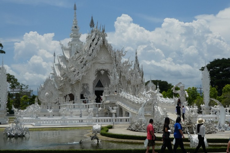 The White Temple in Chiang Rai, Thailand is stunning. Visit Thailand with kids!