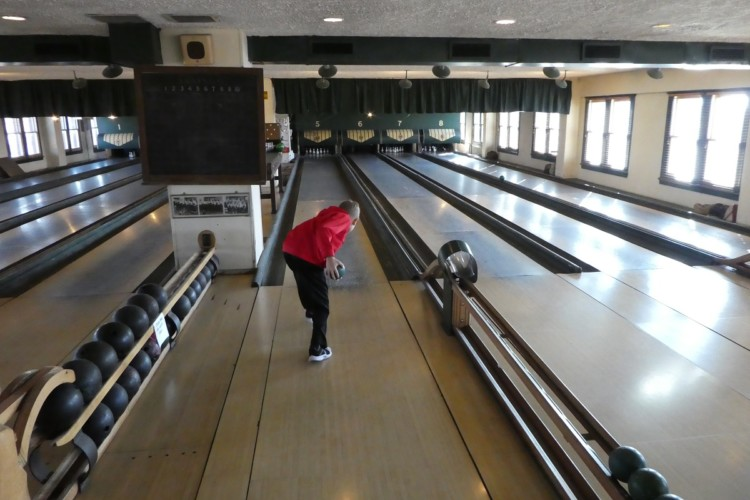 Things to do with kids in Indianapolis - Families can try duckpin bowling at the Fountain Square Theatre Building in Indianapolis.