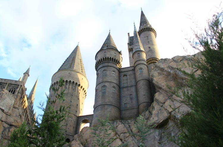 It goes without saying that one of the best tips for Harry Potter fans visiting Hogsmeade is to go to Hogwarts Castle.
